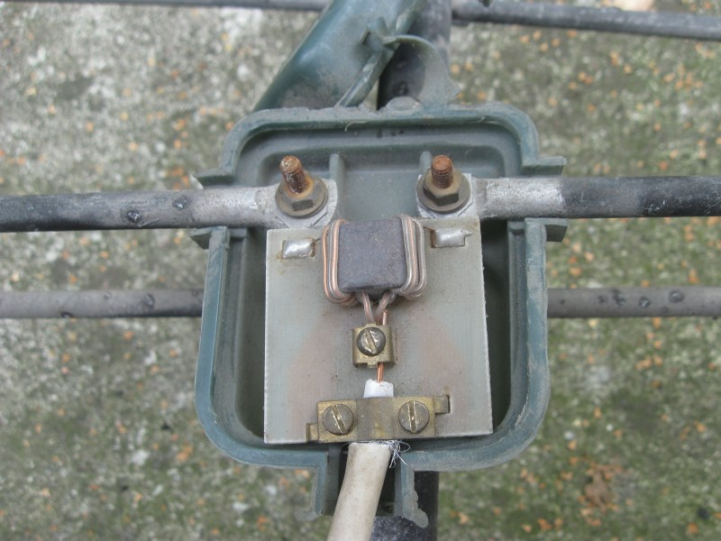 Stara antena telewizyjna PRL - prawidłowe podłączenie kabla antenowego.